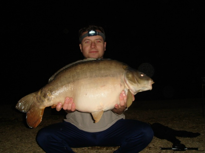 A big carp caught from the Hardwick lake linear, caught at night