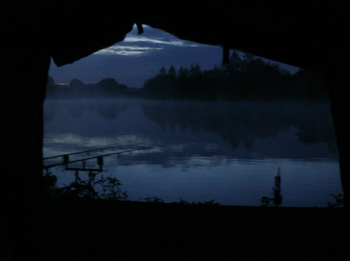 Picture showing Poolhall fishery at night from bivvy